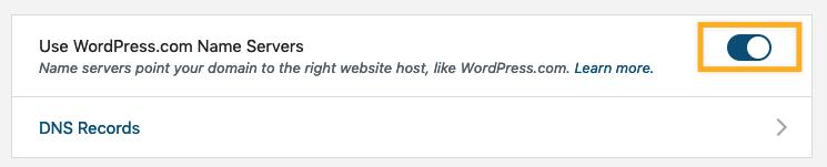 O botão Usar os servidores de nome do WordPress.com está destacado em uma caixa laranja.